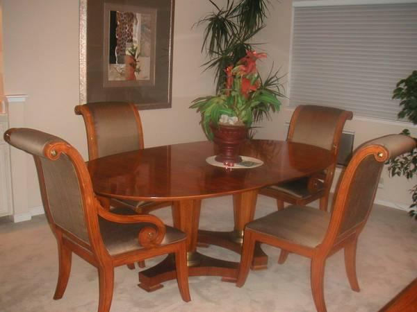 38 HENREDON DINING TABLE AND