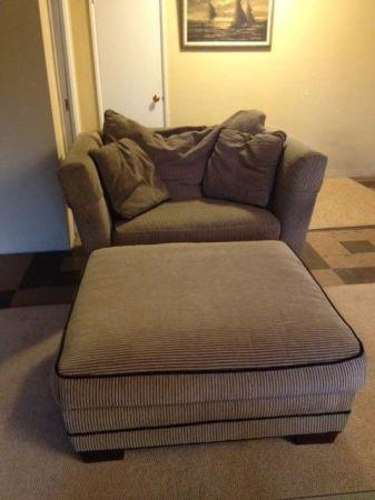 Henredon Sofa Couch Loveseat Chair And A Half And Ottoman