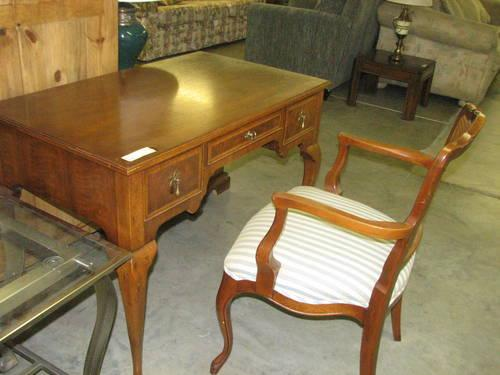 Quot Henredon Quot Writing Desk And Chair For Sale In Fort Wayne Indiana Classified