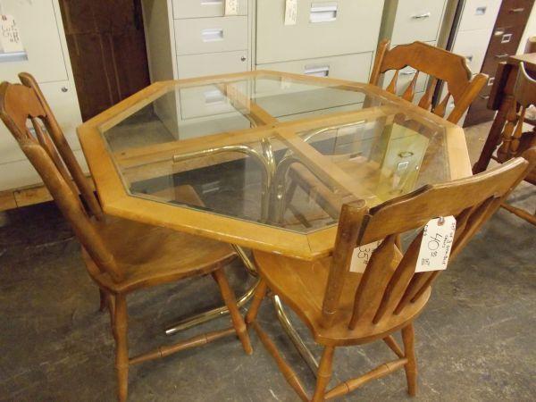 Hexogon glass breakfeast table for Sale in Greenwich