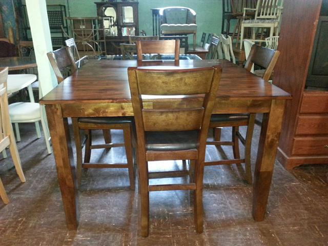 High Top Kitchen Table 4 Chairs for Sale in Danville
