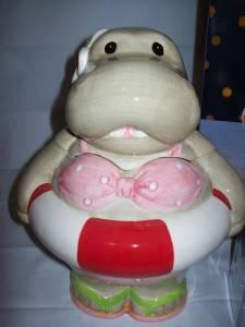 Hippo cookie jar - $25 (Milford)