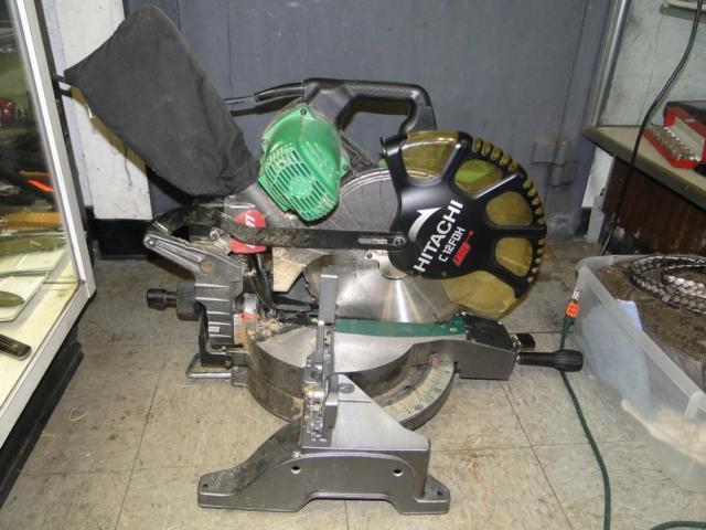 Hitachi C12FDH 12 In. Dual Bevel Compound Miter Saw Nice Shape
