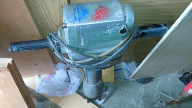 Hitachi H85 1-18-Inch Hex Shank Demolition Hammer