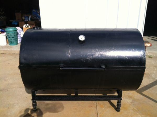 Hog Cooker -- With rotatable grill! - $995 (Darlington)