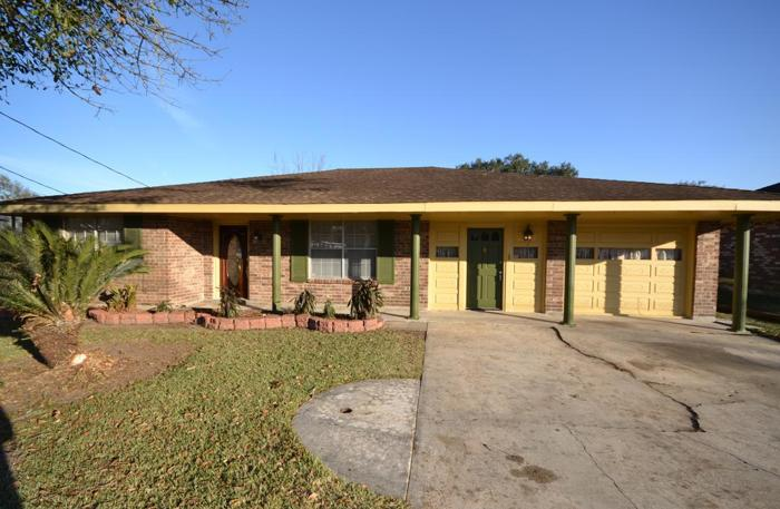 Home For Sale In Luling