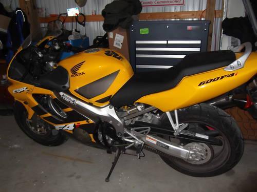 Honda 06 Cbr F4i 600 Close To New Condition Yellow Reduced Price