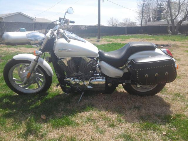 Honda Custom 1300 2007 14k miles cash or trade for