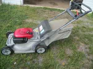 Honda Harmony 215 Self Propelled Mulching Mower W Bag