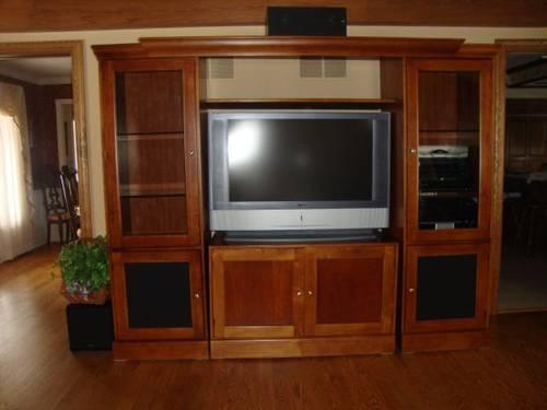 hooker furniture entertainment center. Hooker Furniture Entertainment Center/Wall Unit Center