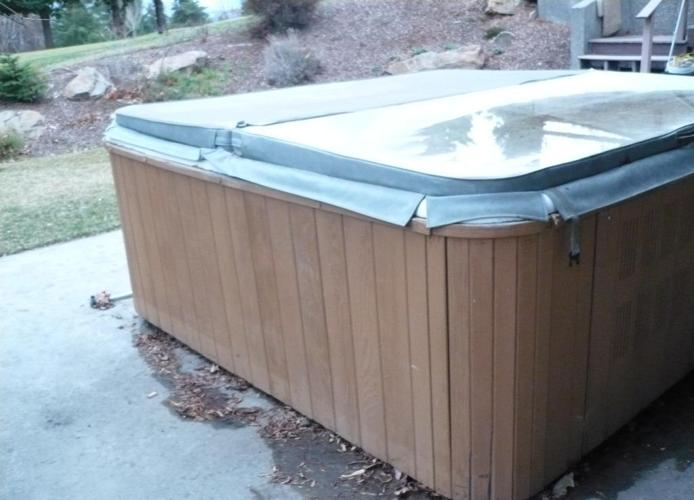 Hot Tub - working, good condition  Marquis Spa     approx 8