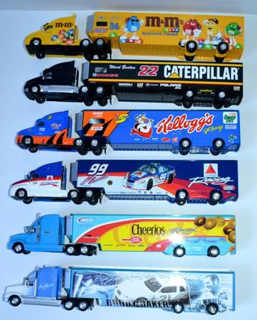HOT WHEELS NASCAR DIE CAST RACING TRUCKS 18 WHEELER LOT
