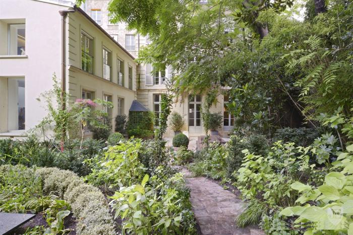House with garden near Pantheon € 21.500.000