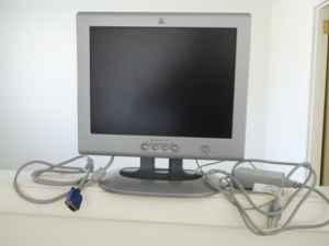 hp pavilion f50 15 inch LCD COLOR MONITOR - $35 (Battle Mountain)