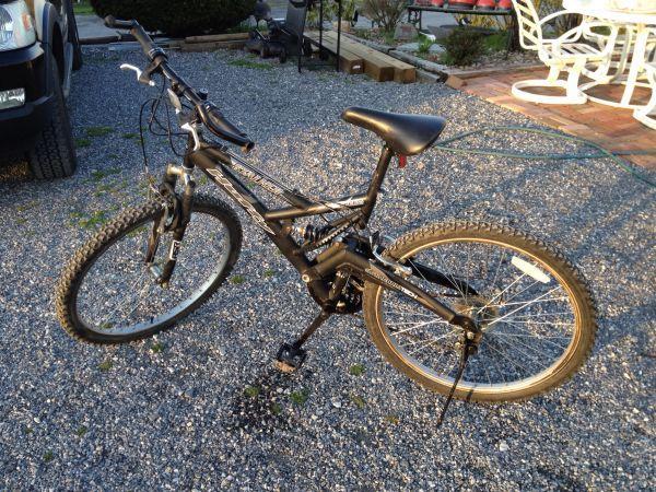 huffy stalker mountain bike dillsburg for sale in harrisburg pennsylvania classified. Black Bedroom Furniture Sets. Home Design Ideas