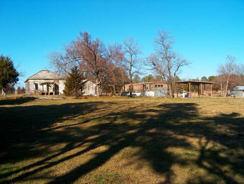 Huntington, AR Hobby Farm -15 acres ., pond, old