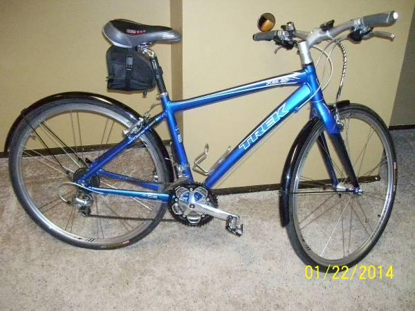Hybrid Bike: Trek FX 7.6 Blue 17.5