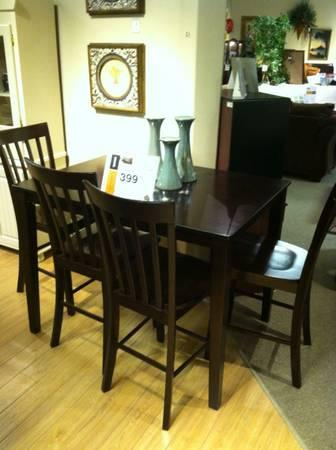 Hyland Dining Room Table Set   FOUR CHAIRS INCLUDED