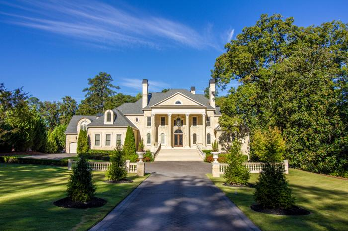 Incomparable Neoclassical Estate In The Heart Of