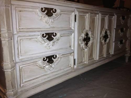 IVORY WHITE ANTIQUE GLAZED AND DISTRESSED DRESSER HUTCH BUFFET