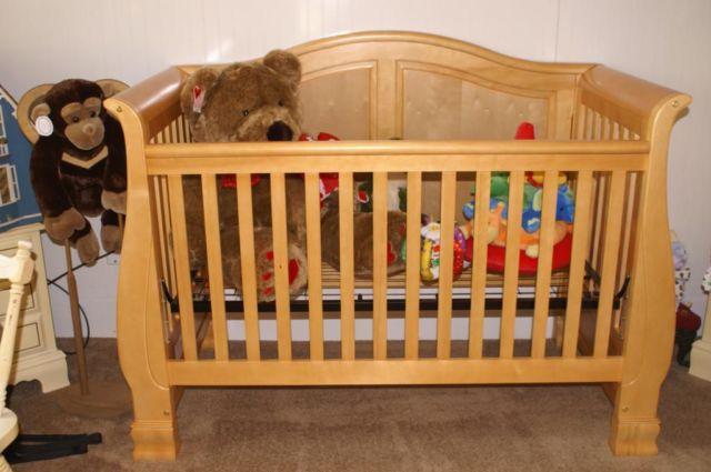 Jardine Madison Lifetime Convertible Crib Dresser And