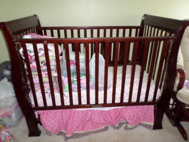 JCPenney Home baby wooden bedroom set 3 pcs