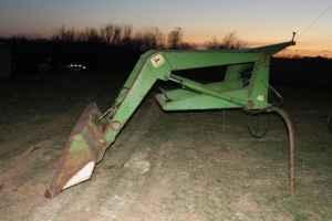 john deere 48 loader - $2500 (savannah mo)
