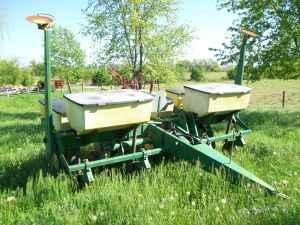 John Deere 7000 4 row wide corn planter w/ row markers