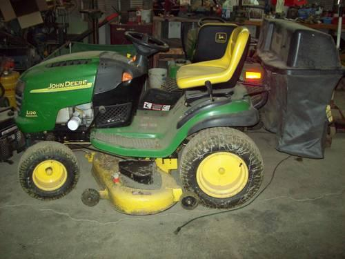 John Deere L120 Hydrostatic Lawn Tractor with Bagger