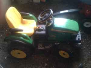 John Deere Riding Kids Tractor - $60 (Spokane)