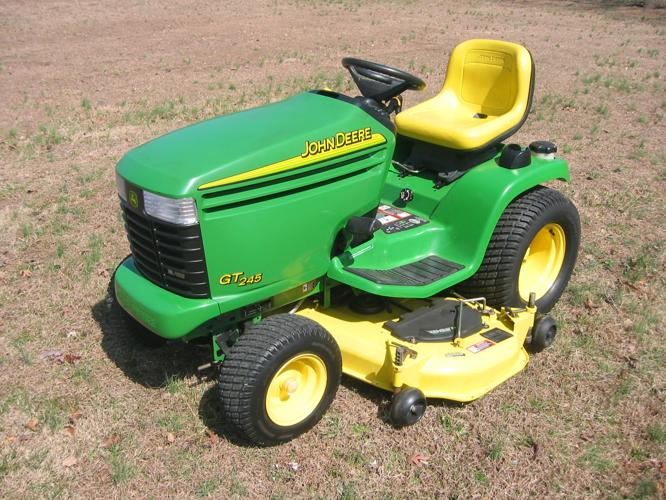 JOHN DEERE RIDING LAWNMOWER