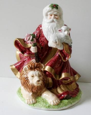 JTs BOOTH - Vintage House of Lloyd MUSICAL Peaceful Kingdom Santa