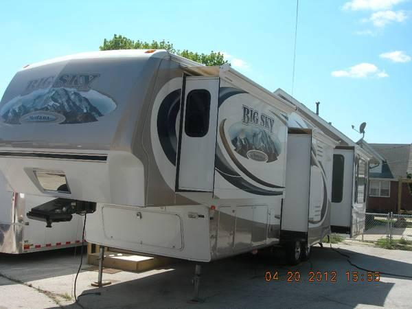 JUST REDUCED! MONTANA BIG SKY FIFTH WHEEL - $35000