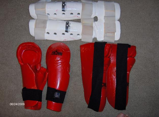 *** KARATE UNIFORM & SPARRING GEAR SET 9pcs ***
