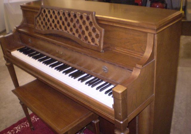 Kawai console piano, includes tuning  delivery - $1495 Rockford