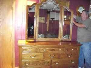 Superbe Keller Solid Oak Bedroom Furniture   $1800 (Colesburg
