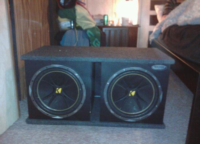 Kicker Comps 1200 watt with amp 2 channel 600w - (Salem) for