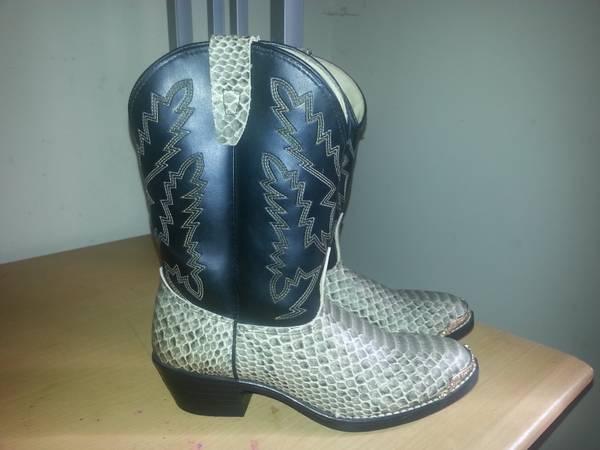 Kids cowboy boots - $25