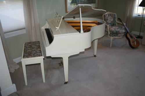 Kimball lapetite small apartment size baby grand piano for Size of baby grand piano