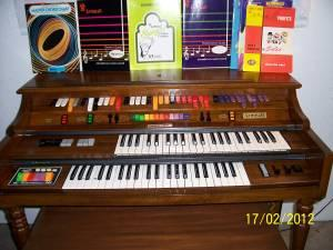 Kimball swinger 1000 organ Kimball Swinger Vintage Electric Organ - Auction for Charity,