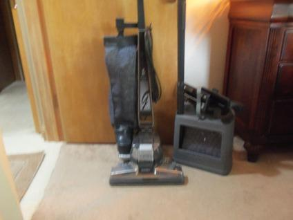 Kirby Gen 4 vacuum/w attachments, EXC