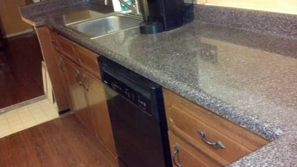 KITCHEN CABINETS & FREE COUNTERTOPS - $900