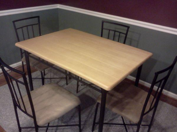 kitchen table 4 chairs fredericksburg for sale in fredericksburg virginia classified. Black Bedroom Furniture Sets. Home Design Ideas