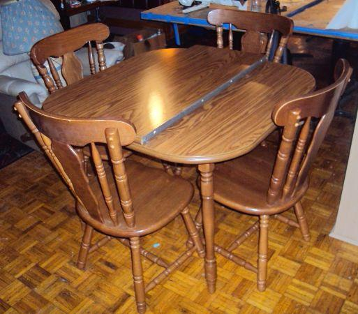 Kitchen table w leaf 4 chairs very nice olyphant for Very small kitchen table sets