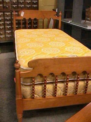 Kling Maple Single Twin Bed Bedroom Furniture