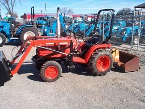 Kubota B1750d Hst 4x4 Tractor W Loader Los Molinos For Sale In Chico California Classified Americanlisted Com