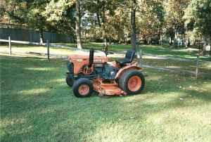 Kubota B7100 hst 4 wheel with leaf collection system -