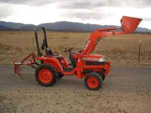 Kubota Tractor: B7300 w/LA271 Loader - $8500