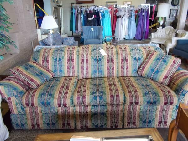La Z Boy 3 Cushion Sofa for Sale in Greenwich