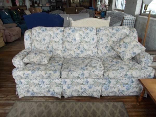 La Z Boy Floral 3 Cushion Sofa For Sale In Greenwich